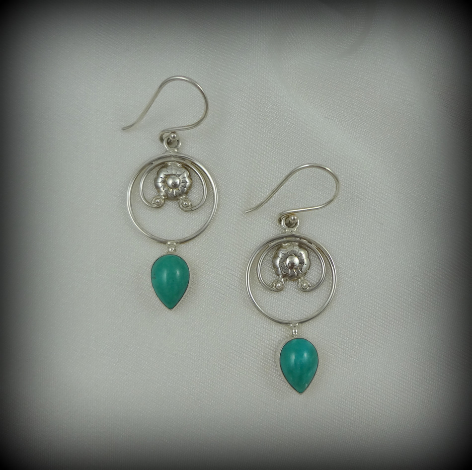 Costume Jewellery Frugal Turquoise And Silver Necklace And Earrings